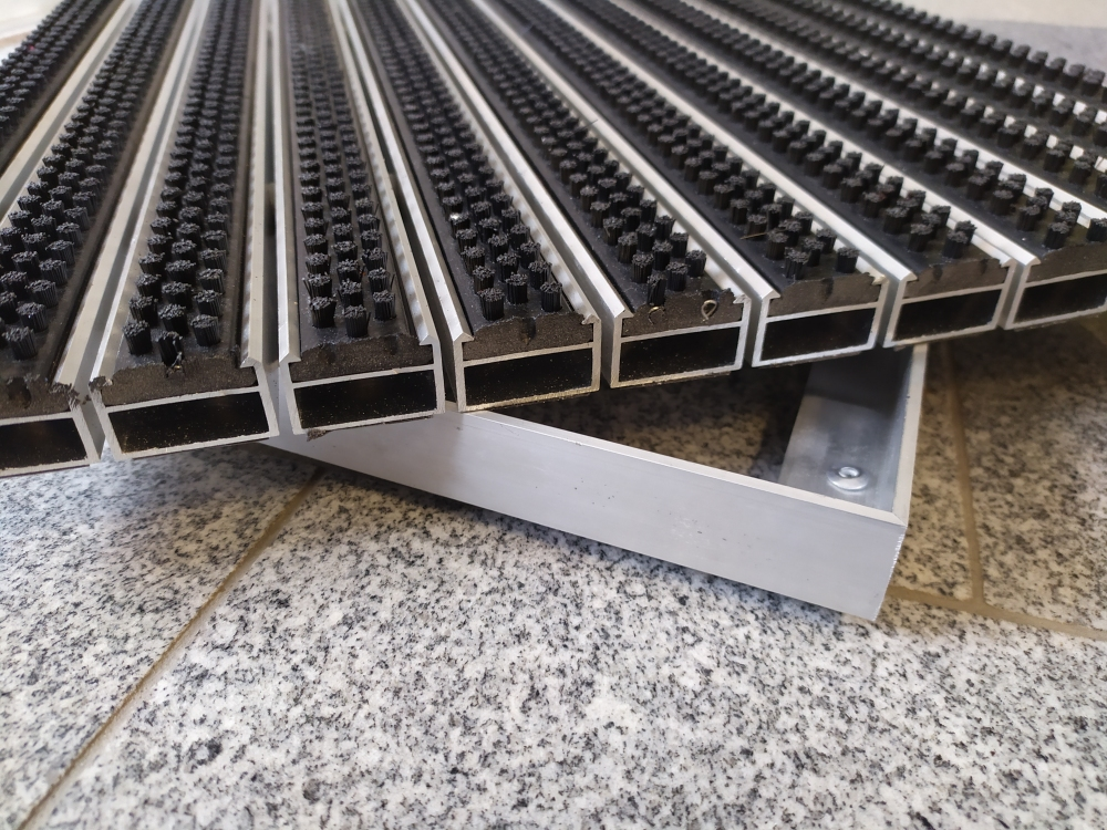 Eingangsmatte  mit Bürste  nach Maß, Höhe 15/20/25mm  60 x 40 Höhe 25 mm ALU Rahmen